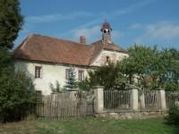 Semín – tvrz, později lovecký zámeček a pivovar, a také rodný dům architekta Josefa Gočára