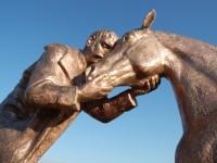 Pomník jezdecké srážky u Střezetic