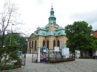 Pohled na kostel z ulice 1. maja