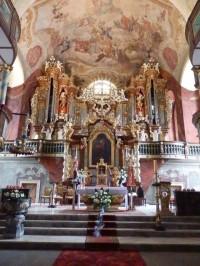 Interiér kostela - oltář a varhany