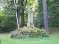 Pomník Svatopluka Čecha v Rovensku pod Troskami