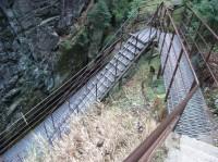 Ocelové schodiště k patě vodopádu Kamieńczyka