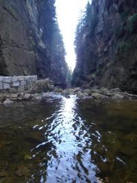 Jezírko u paty vodopádu