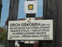 Tabulka KČT na vyhlídce pod Oškobrhem