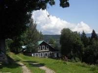 Starokolínská bouda ve svahu kopce Žalý