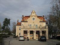 Kunice - zámek Berchtold, park s miniaturami hradů a naučná stezka