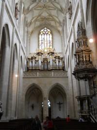 Chrám Sv. Barbory - pohled na zadní stranu hlavně lodě