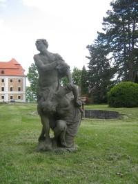Valeč - zámecký park s koupadlem