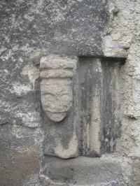 kachle z bývalé hradní kaple