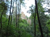 Pohled na Horní hrad z delší cesty