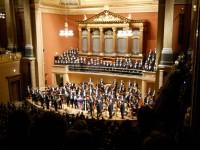 Jeviště s Českou filharmonií