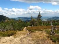 Jesenická kotlina při výstupu na Červenou horu