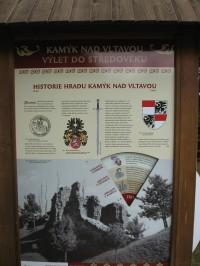 Z Kamýku nad Vltavou po pravém břehu toku Vltavy do Křepenic