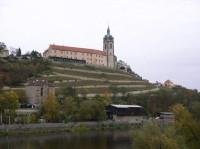 pohled na zámek z mostu přes Labe