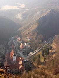 pohled na údolí v zimních měsících