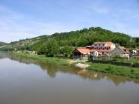 Berounka z mostu v Srbsku s hotelem U Berounky