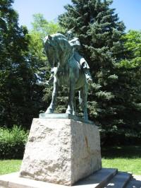 jezdecká socha Jana Žižky v parku