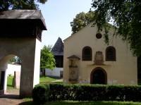kostel Nejsvětější trojice, vzadu zvonice
