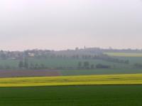 pohled od Bedřichova přes silnici na Křečhoř
