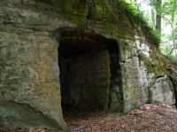 vstup do skalní chodby