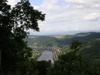 výhled do údolí Labe při stoupání na Varhošť