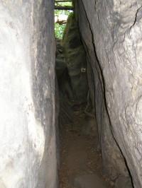 vstup na skalní hrádek Pustý zámek