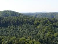 vyhlídka ze skalní plošiny nad Pustým zámkem
