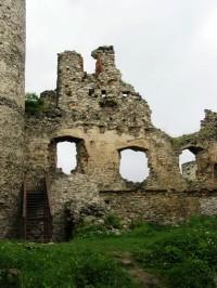 zřícenina hradu Sukoslav, schody do věže jsou již připraveny