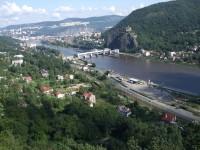 pohled z vyhlídky na Vrkoči (hrad Střekov)