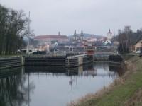Roudnice nad Labem - pohled přes plavební komory
