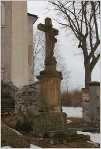 Stárkov, kříž u kostela