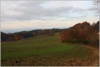 Okolí Morcinova, v pozadí Krkonoše