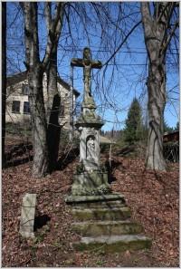 Kříž v osadě Studnice