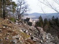 Pohled na Studený vrch (660m) a Stožec z Krkavčích skal na Plešivci