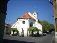 Kostel sv.Barbory a zajímavosti v městečku Hrob