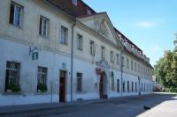Bývalá továrna na kameninu,nynější Inf.centrum a Kulturní středisko