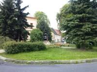 2.Náves v Újezdečku s památníkem