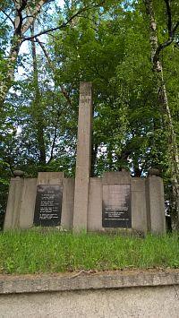 Pomník zakladatelům hornictví a hasičského sboru v blízkosti dolu Lazy