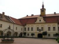 zámek, v němž sídlí muzeum