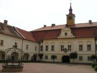Barokní zámek v Chrasti (muzeum)