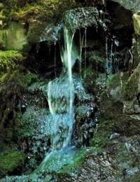 Jarní vodopád nad osadou Rybáře u městečka Drahotuše
