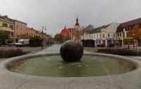 Dominanta holešovského náměstí - kruhovitá fontána