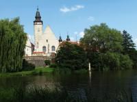 Přes zámecký park v Telči