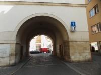 Měnínská brána ve středu Brna