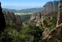 Broumovskými stěnami ke skalním hřibům