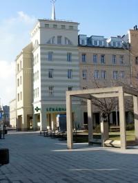 ukázka budovy moderní architektury v Krnově