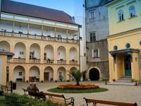 na nádvéří zámku Tovačov