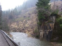 torzo mostního železničního pilíře