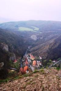 Pohled od kříže do údolí