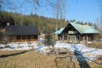 Bývalý lovecký zámeček Trubiska (ten napravo)